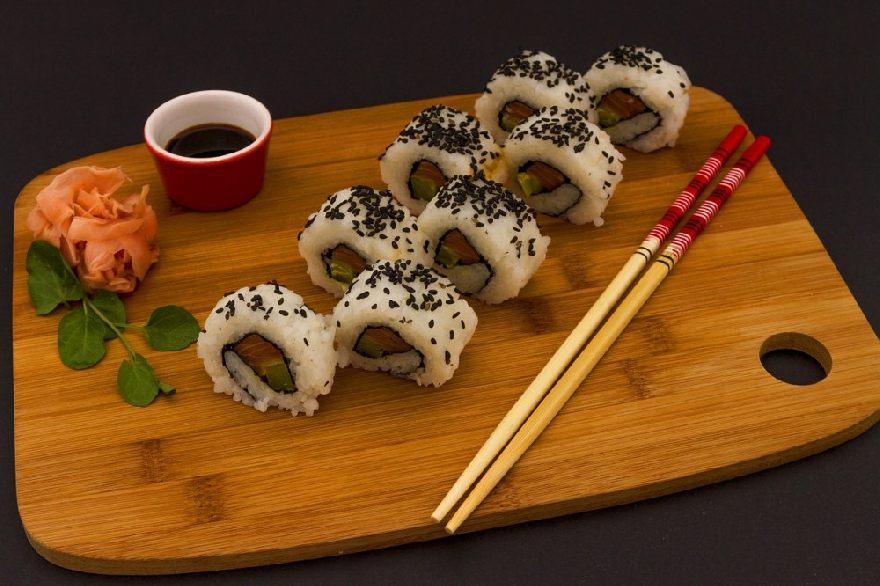 Asia Imbiss Lius Cooking mit asiatischen Essen sowie einer Sushi Bar in Wien.